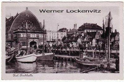 Ansichtskarte Kiel Fischhalle mit Steg Booten und Schloß