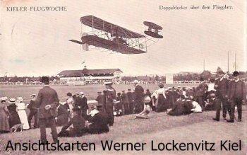 Ansichtskarte Kiel Flugwoche Doppeldecker über dem Flugplatz airplane airport double decker