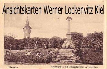 Ansichtskarte Husum Schlossgarten mit Kriegerdenkmal und Wasserturm