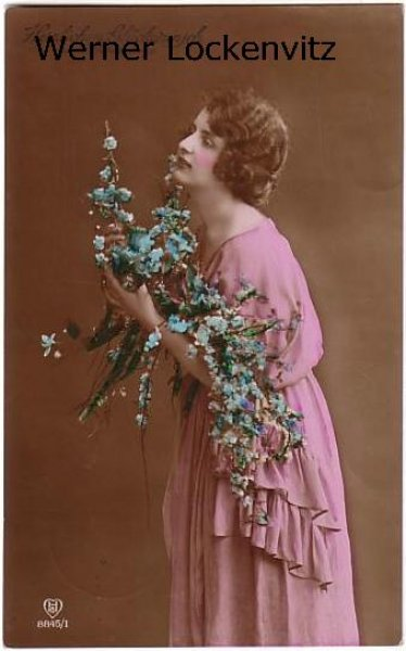 Ansichtskarte Frau mit Blumen