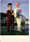Ansichtskarte Zirkus Klein-Helmut Zwergclown des Circus Krone mit Pony Originalunterschrift