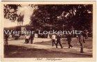 Ansichtskarte Kiel Schloßgarten belebt