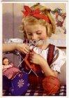 Ansichtskarte Kleines Mädchen mit Ihrer Puppe beim Stricken