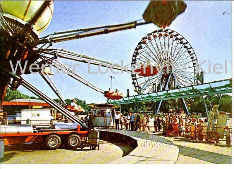 Berlin Kulturpark Jahrmarkt Riesenrad Karussell großformatiges Foto