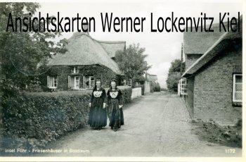 Ansichtskarte Wyk-Boldixum auf Föhr Friesenhäuser mit Frauen in Tracht