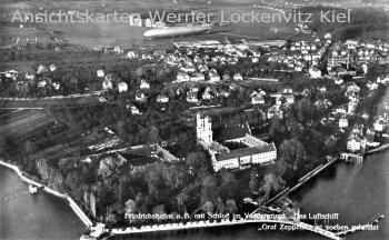 Ansichtskarte Friedrichshafen am Bodensee mit Luftschiff Zeppelin und Schloß Luftbild
