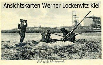 Ansichtskarte Unsere Luftwaffe Flak schützt Industriewerk