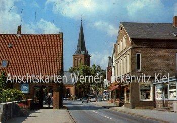 Ansichtskarte Plön Lübecker Straße mit Blick zur Kirche