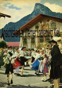 Ansichtskarte Oberammergau Bayr. Volkstänze vor dem Pilatushaus
