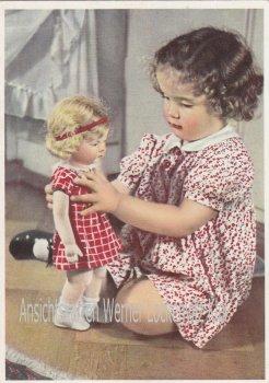 Ansichtskarte Mädchen mit Ihrer Puppe