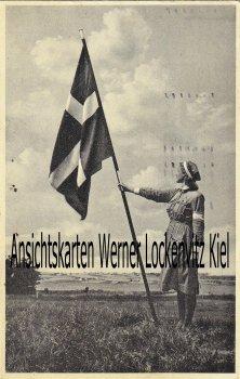 Ansichtskarte Dänemark Danmark Frau mit Flagge Krankenschwester
