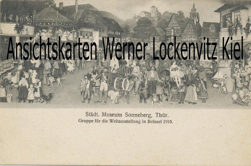 Ansichtskarte Sonneberg Museum Gruppe für die Weltausstellung in Brüssel 1910 Holzspielzeug Spielzeug