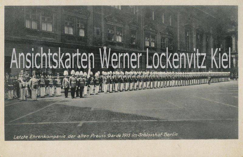 Ansichtskarte Berlin Letzte Ehrenkompanie der alten Preuss. Garde 1913 im Schlosshof