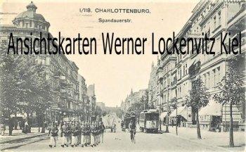 Ansichtskarte Berlin-Charlottenburg Spandauerstraße mit Straßenbahn und marschierenden Soldaten