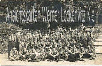 Ansichtskarte Gruppe Uniformierter Arnstadt Mesmia? Fotokarte