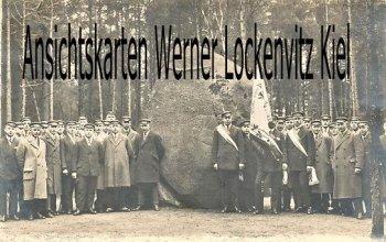 Ansichtskarte Suderburg Gedenkstein Studentengruppe Fotokarte
