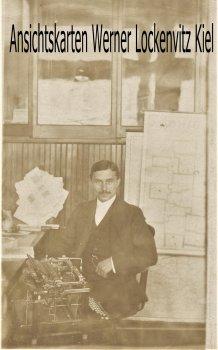 Ansichtskarte USA Kanada Angestellter im Büro mit Schreibmaschine Fotokarte